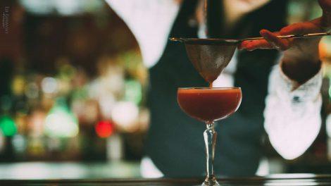Doppelt abseihen schadet bei einem Aquafaba-Drink wie dem Back to Basics nie.