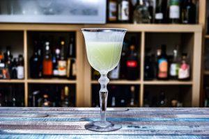 Der Last Word ist ein klassischer Cocktail mit Gin, Maraschino, Chartreuse und Limettensaft.