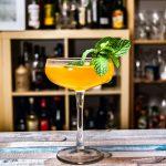 Ein Old Cuban Cocktail mit Rum, Minze und Champagner.