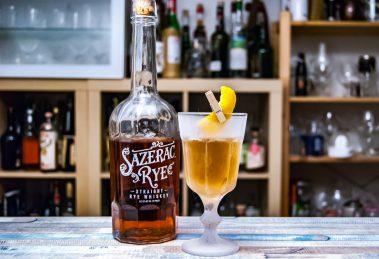 Der Sazerac Rye Whiskey im Purgatry Cocktail mit Chartreuse Verte und Benedictine.