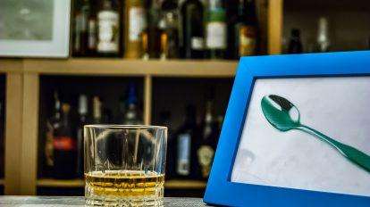 Scotchka besteht zu gleichen Teilen aus Wodka und Whisky.