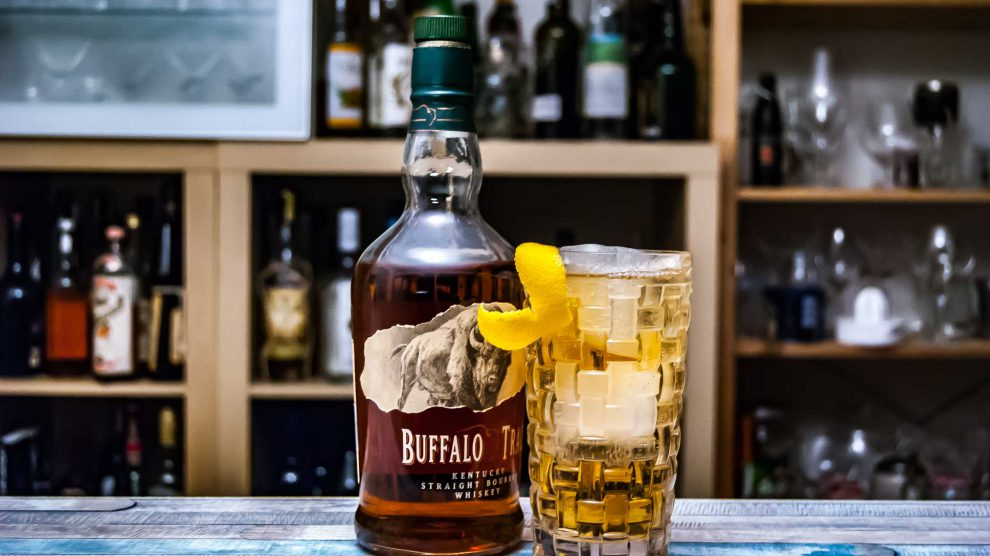 Der Buffalo trace Bourbon Whiskey in einem Horse's Neck.