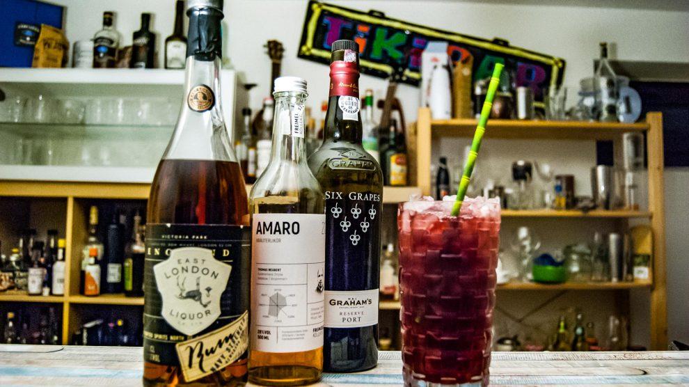 Auch den Porto Swizzle kennen unsere Follower von Instagram. Motto hier: Rum Negroni goes Tiki.