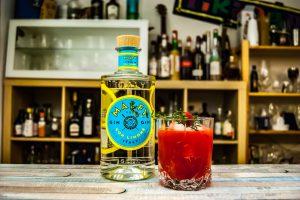 Der Malfy Gin con Limone in einem Raspberry Vinegar Smash Cocktail.