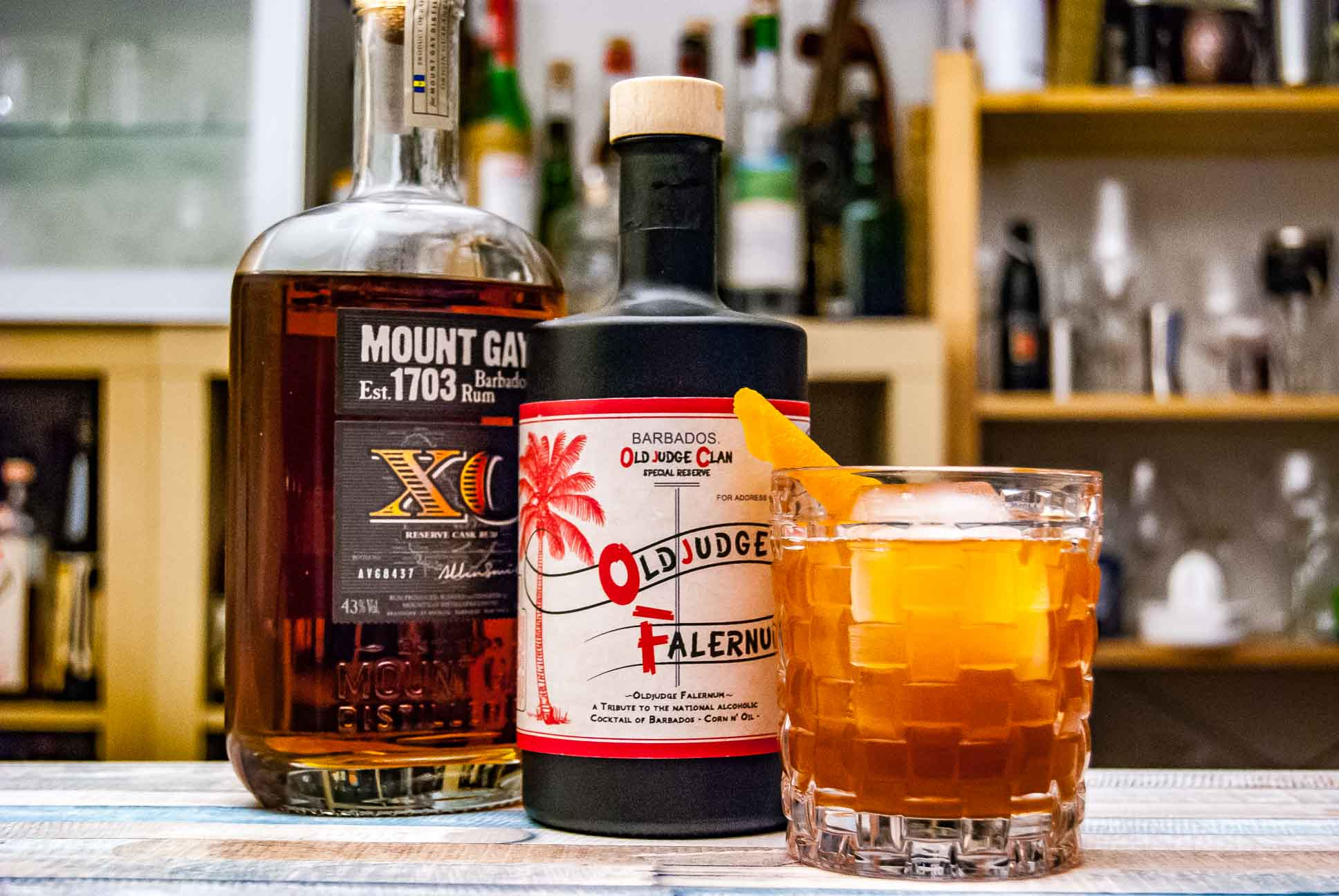 Mount Gay XO Rum im Corn 'n Oil mit Old Judge Falernum.