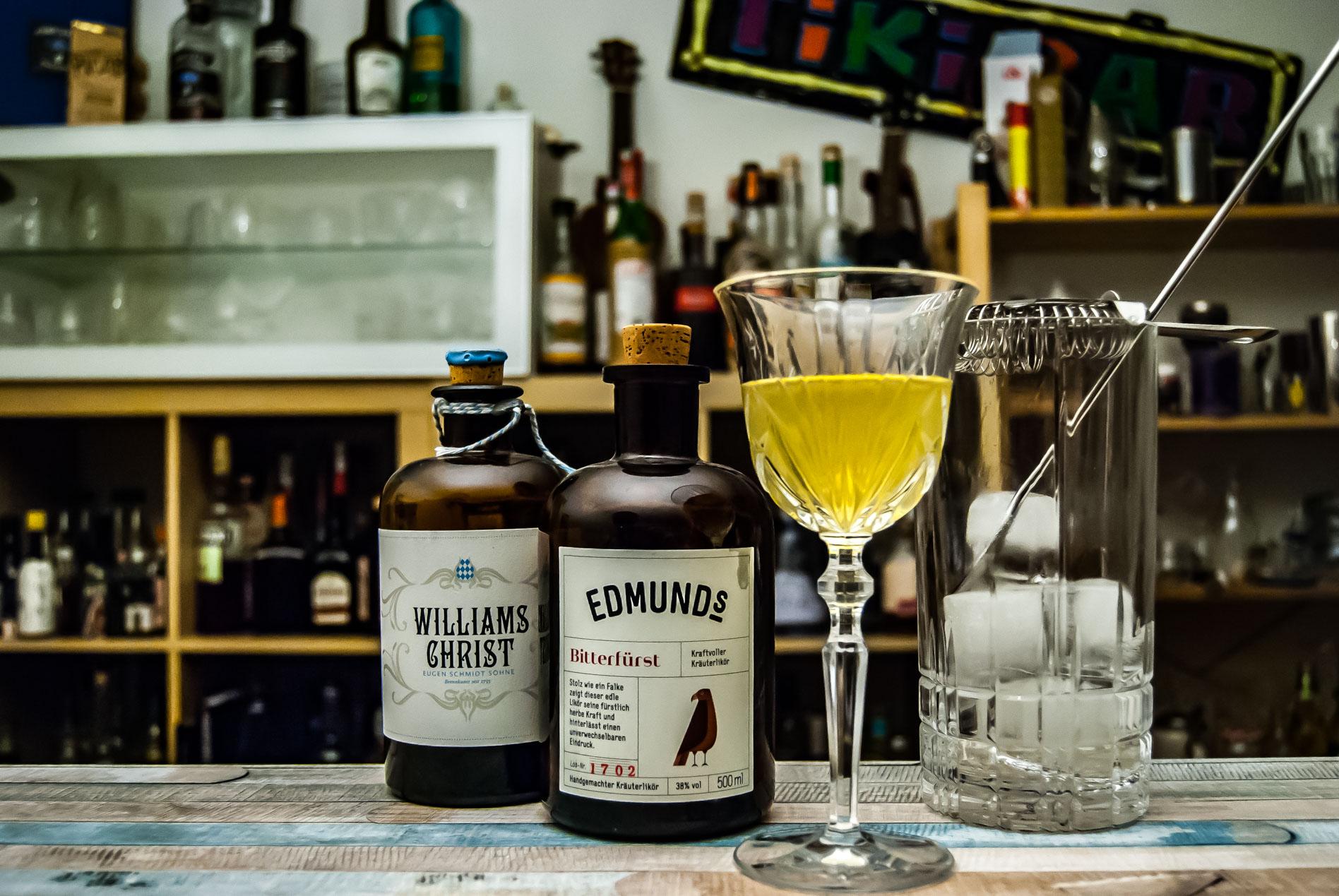Edmund's Bitterfürst in einem Cocktail mit Williamsn Birne namens Bitter Willy.