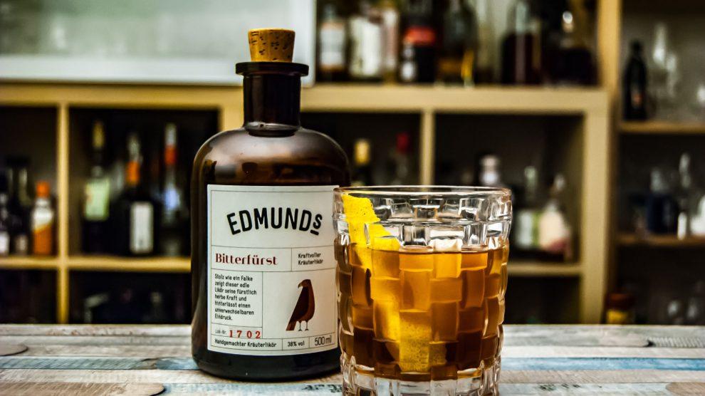 Edmund's Bitterfürst in einem Cocktail mit Cynar, Willy, Scotch und Cherry Heering.