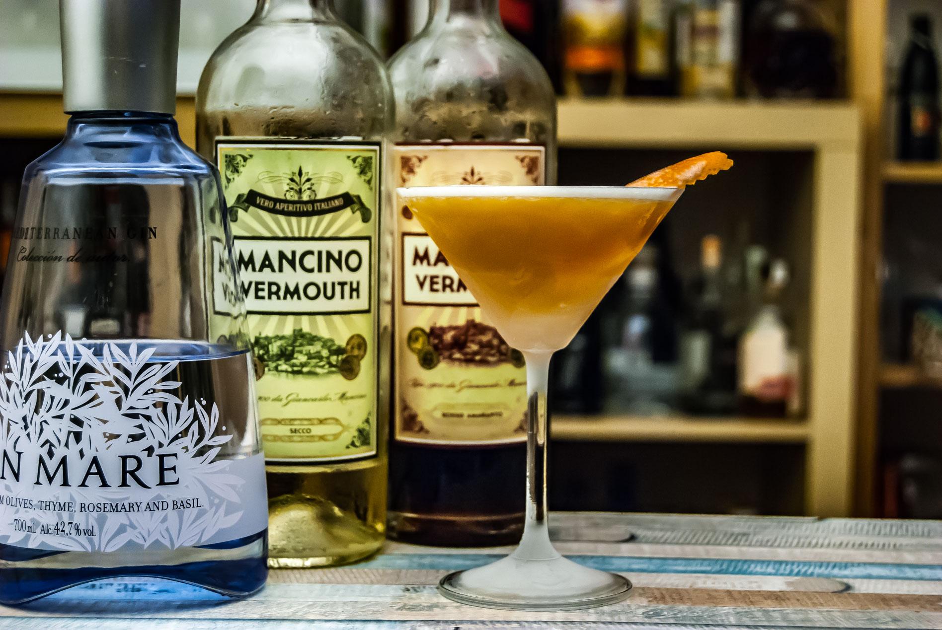 Der Gin Mare im Bronx mit zwei Varianten Mancino Vermouth und Orangensaft.