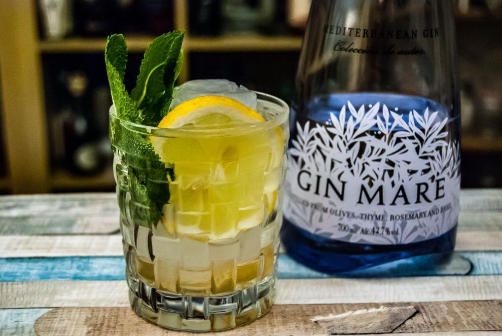 Gin Mare in einem Martini Inmadura mit Gin, Vermouth, Verjus und Tonic Water.