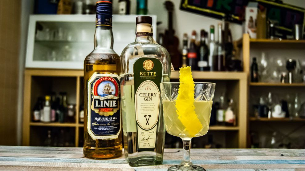 Linie Aquavit in einer Adaption des West Indies Sour mit Rutte Celery Gin.