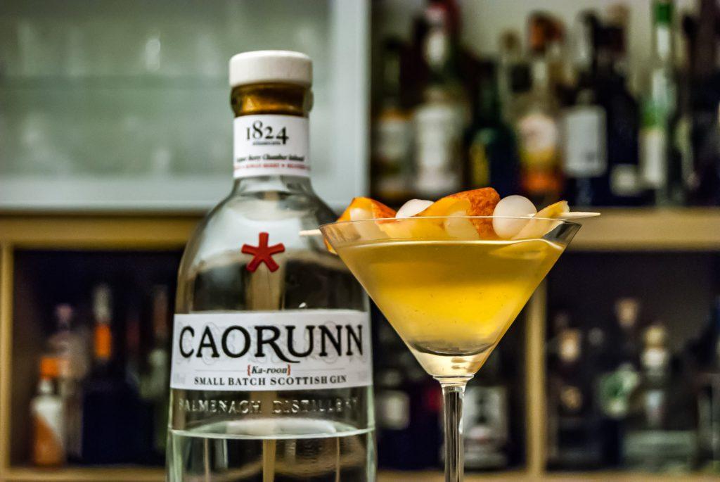 Der Caorunn Gin in einem Actual Apple Martini mit Apfelessig.