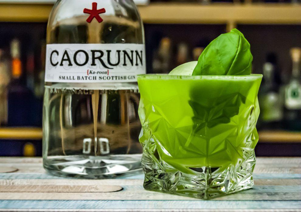 Der Caorunn Gin in einem Gin Basil Smash.