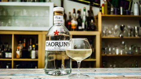Der Caorunn Gin im Gibson Martini mit Silberzwiebel.