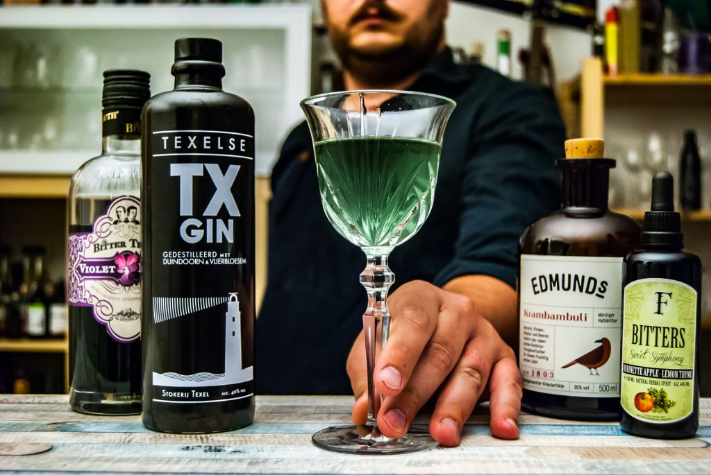 TX Gin im Northbloem Cocktail, unserem Twist auf den Aviation.