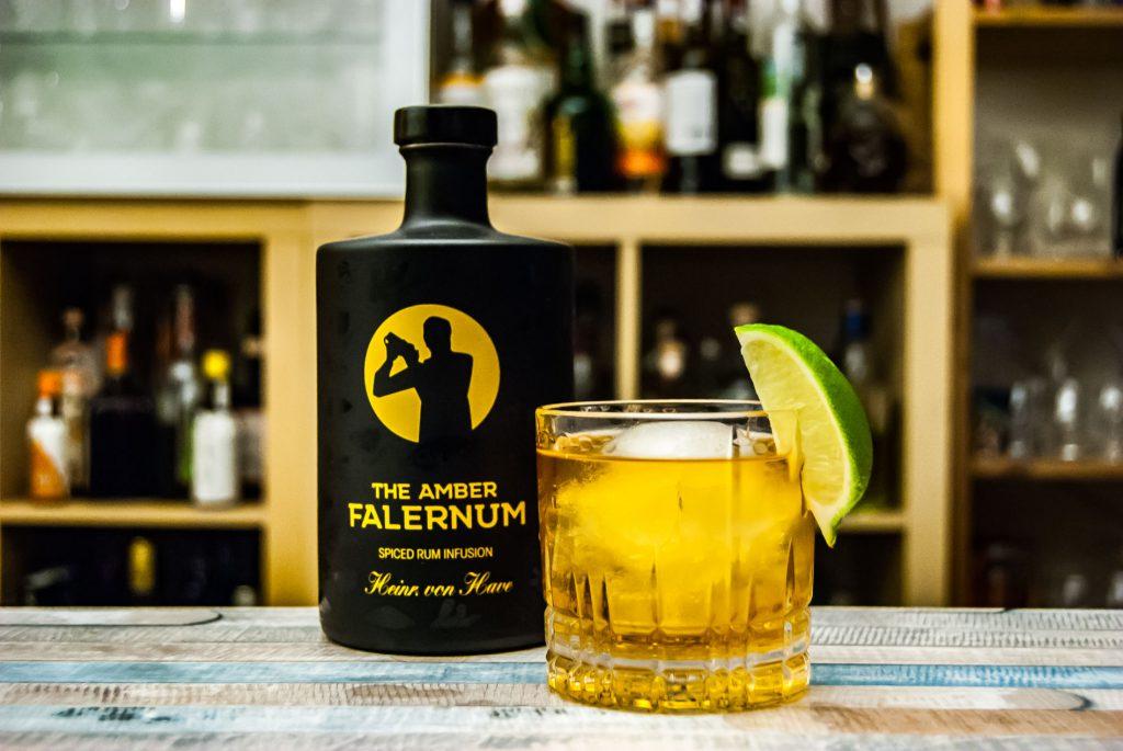 Amber Falernum in einem Corn 'n' Oil mit Barbados Rum.