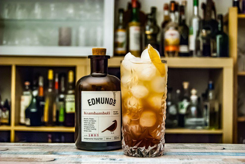 Edmund's Krambambuli in einem Drink namens Berry Rush, der normalerweise aber rötlicher daherkommt.