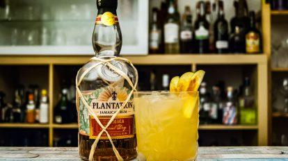 Der Plantation Xaymaca Extra Dry im Alarmed Iguana mit Zitrone, Birnensaft und Chili-Zimt-Nelken-Sirup.