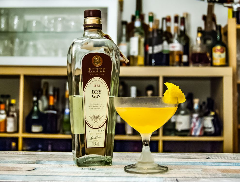 Rutte Dry Gin im Bee Sting, einer Bee's Knees-Variante mit Calvados.