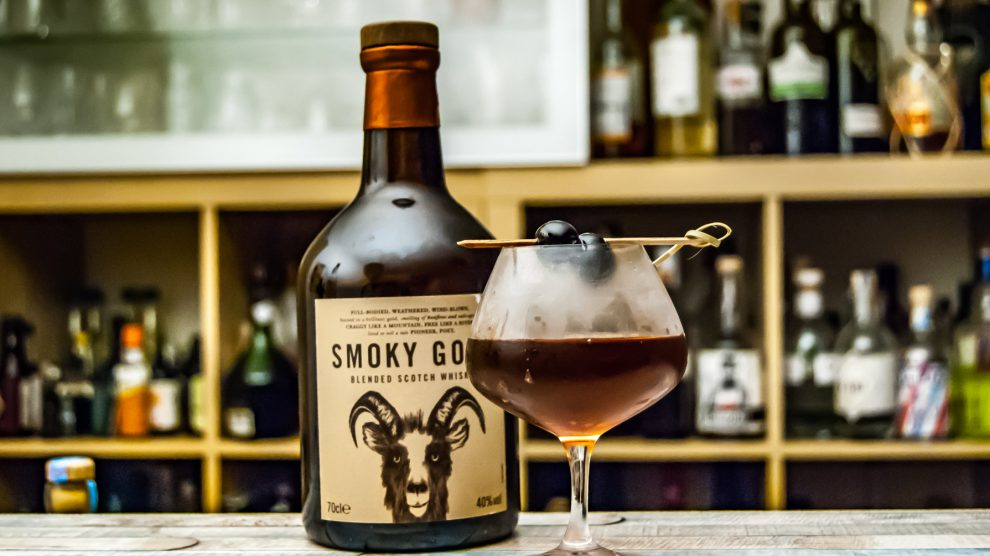 Der Smoky Goat Blended Scotch Whisky in einem Manhattan.