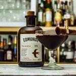Der Edmund's Maranera in einem Jerry Bird Cocktail mit Kirsch, Grenadine und Port.