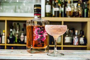 Hoxton Pink Gin mit unserem Shoreditch Cocktail mit Benedictine, Chartreuse,. Limette und Ginger Beer.