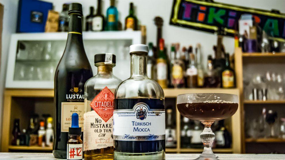 Der von Have Türkisch Mocca im Mocca Martini mit Dr. Sours Bitters, Lustau Sherry und Citadelle Old Tom Gin.