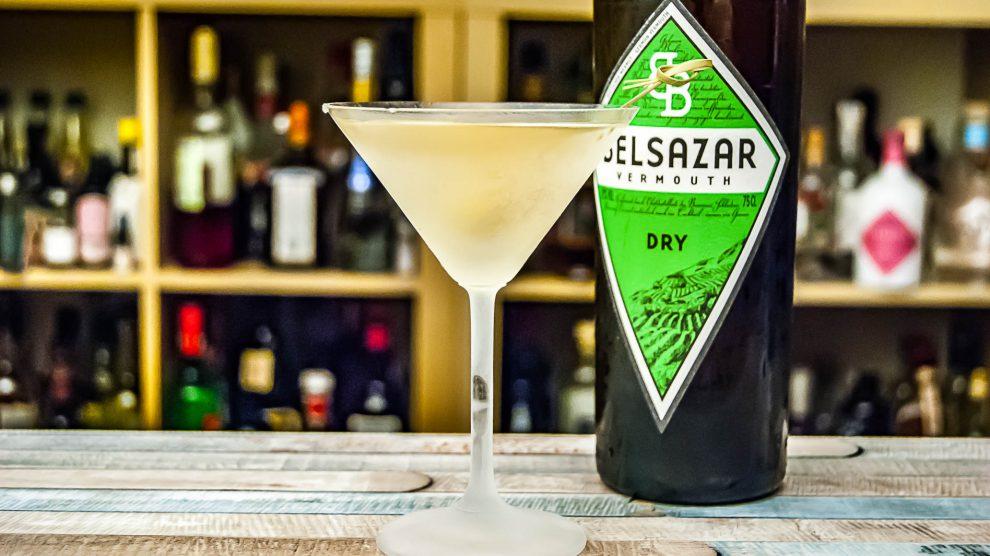 Delsazar Dry in einem trockenen Martini.