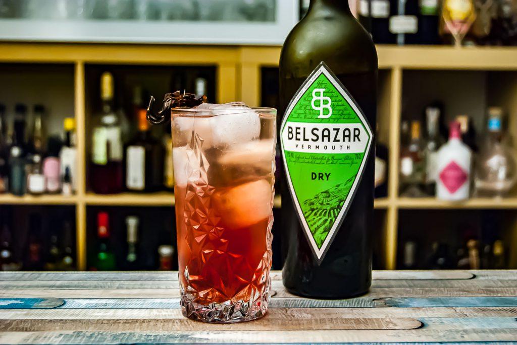 Belsazar Dry Vermouth mit Tonic und Aronia-Sirup - starke Kombi!