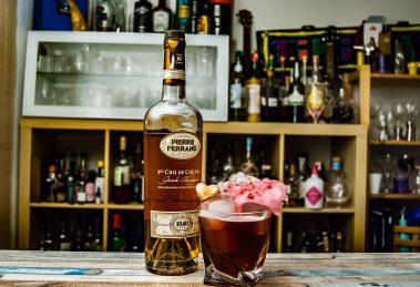 Ferrand Cognac 11840 im Barbapapa, garniert mit Zuckerwatte und Marshmallow.