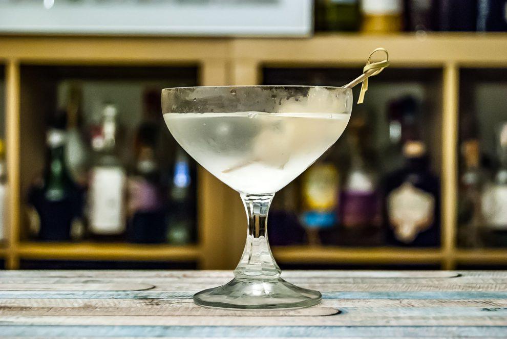Der Gibson Martini mit Silberzwiebeln.
