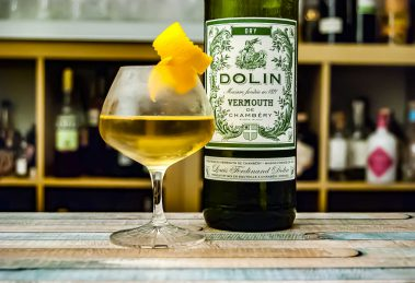 Dolin Dry Vermouth im Cocktail-Klassiker Chrysanthemum.