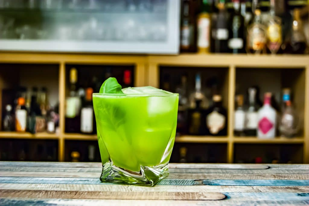Tender Spirits ist das Import-Unternehmen von Jörg Meyer - deshalb haben wir uns den obligatorischen Gin Basil Smash damit nicht nehmen lassen.