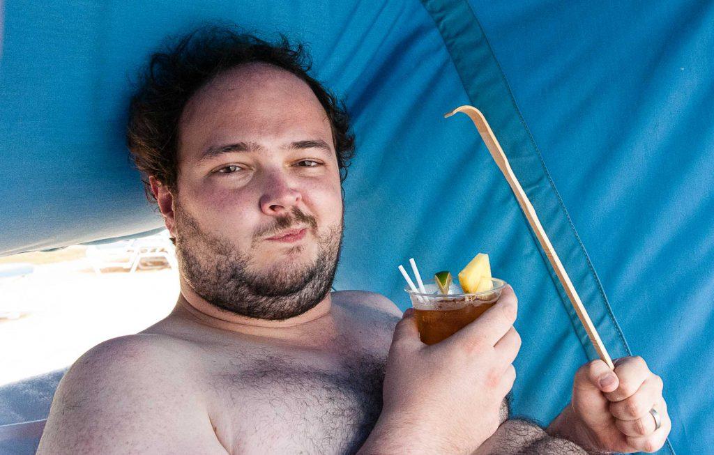 Und ja: der Backscratcher im Drink oben ist der von meiner Hochzeitsreise. Ich hab' ihn gemopst, ich Schwein.