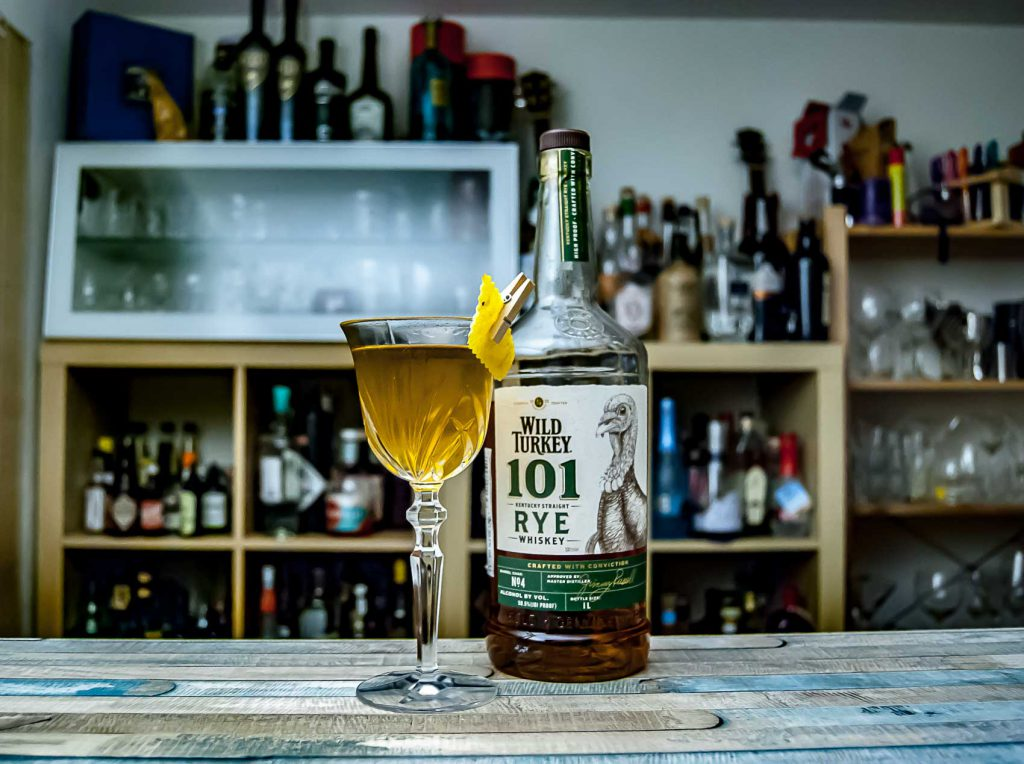 Wild Turkey Rye 101 im Purgatory Cocktail mit Benedictine und Green Chartreuse.