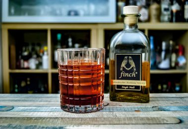 Finch Single Malt Whisky im Boulevardier mit rotem Wermut und Aperitivo.