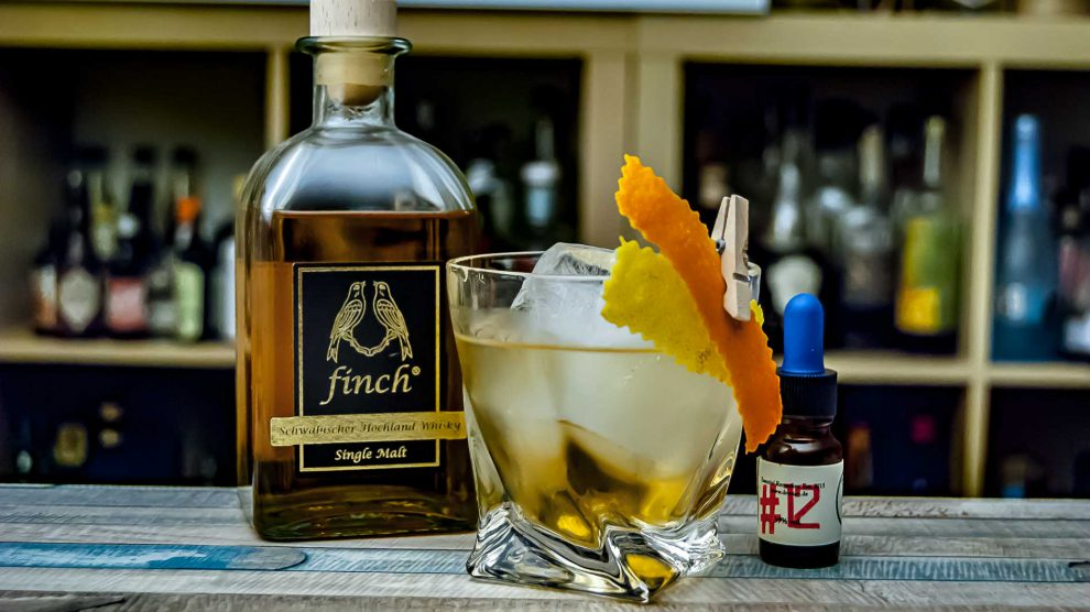 Finch Whisky in einem Old Fashioned mit Xoco Tea Bitters by Dr. Sours.