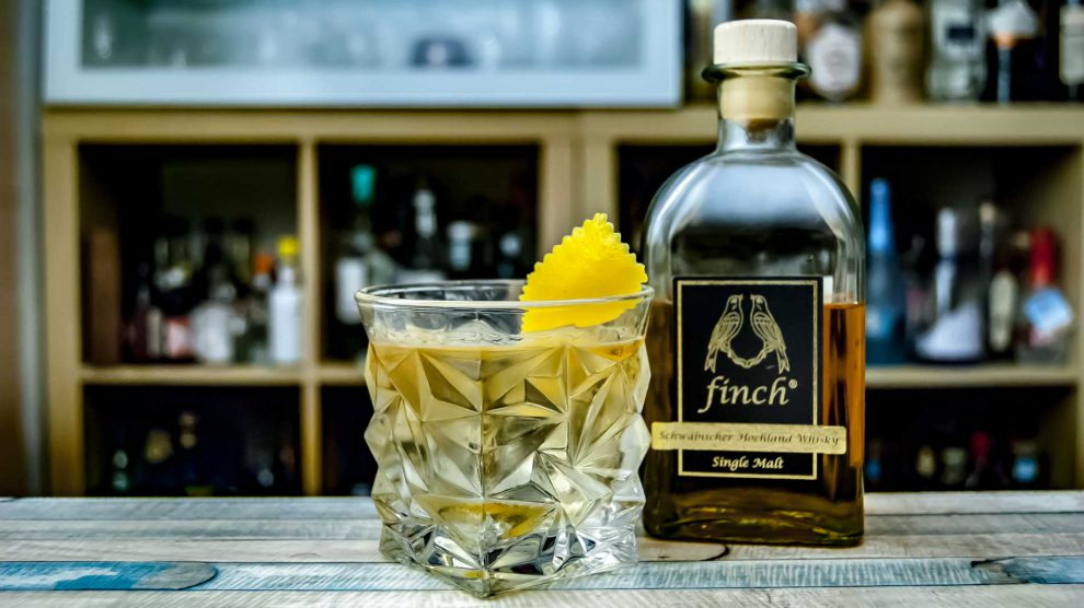 Finch Whisky in einem Old Fashioned mit Aromex Bitters by Dr. Sours.