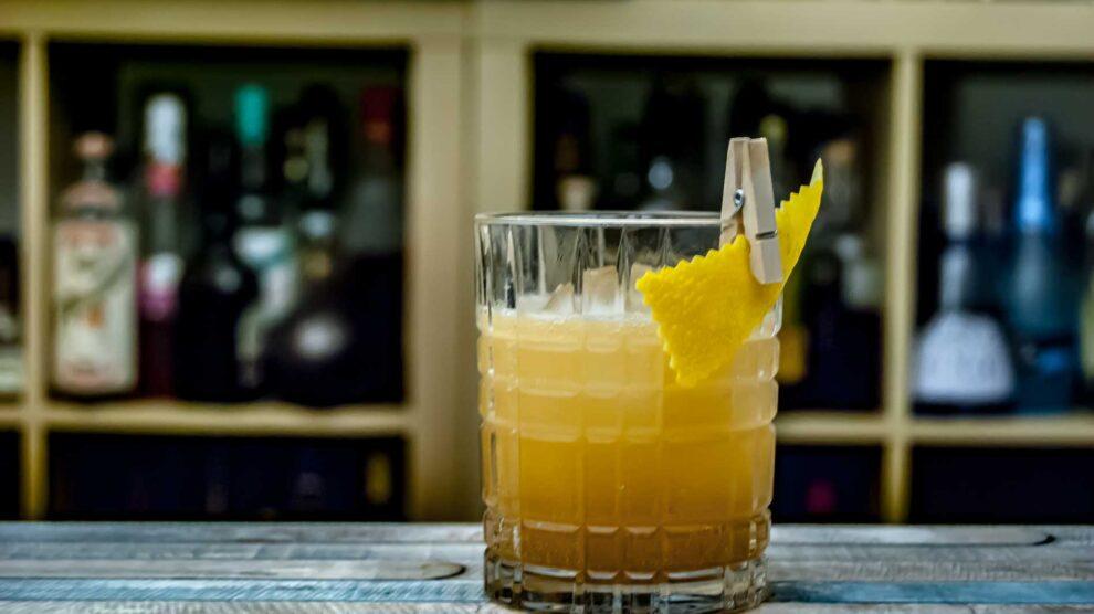 Hudson Baby Bourbon im Whiskey Sour - die Holznoten sorgen hier für eine ungewohnte Tiefe.