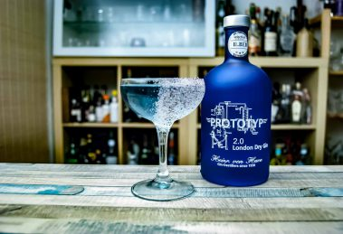 Heinrich von Have Prototyp 2.0 London Dry Gin im Blue Moon Cocktail.