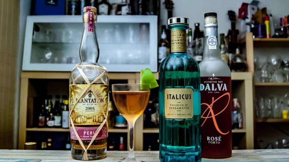 Dalva Rosé Port in unserem Drink für die Homebartender Challenge März, gemixt mit peruanischem Rum und Italicus.