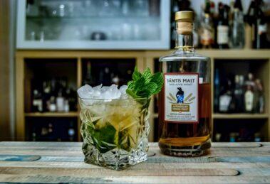 Säntis Malt Swiss Alpine Whisky Himmelberg in einem Mint Julep.