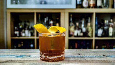 Säntis Malt Swiss Alpine Whisky Himmelberg im Woidler Cocktail mit Blutwurz und Steinpilz-Essig.
