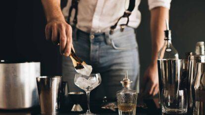 Tins und Tales verbindet klassische Spirituosen-Tastings mit Cocktail-Workshops und spannenden Storys,