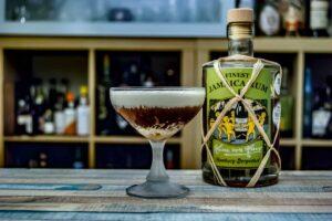 Von Have Jamaica Rum im Elliot Marston Cocktail mit Ahornsirup-Sahne.