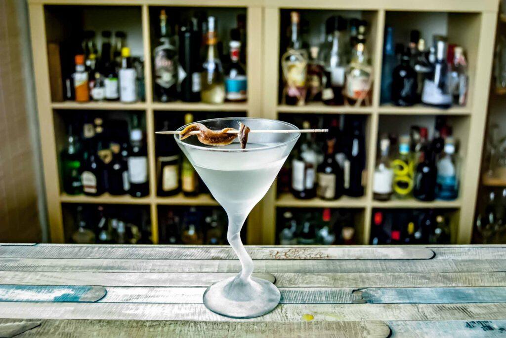 Das Korn im Hangman's Martini mit Sardelle.