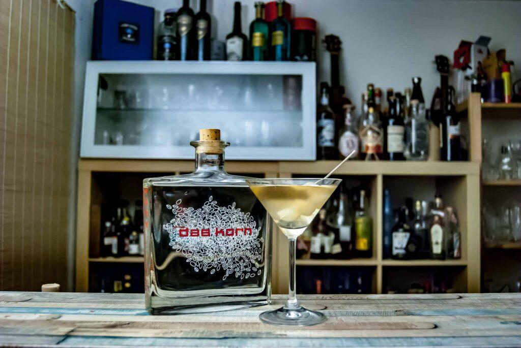Das Korn in einem Dirty Martini.