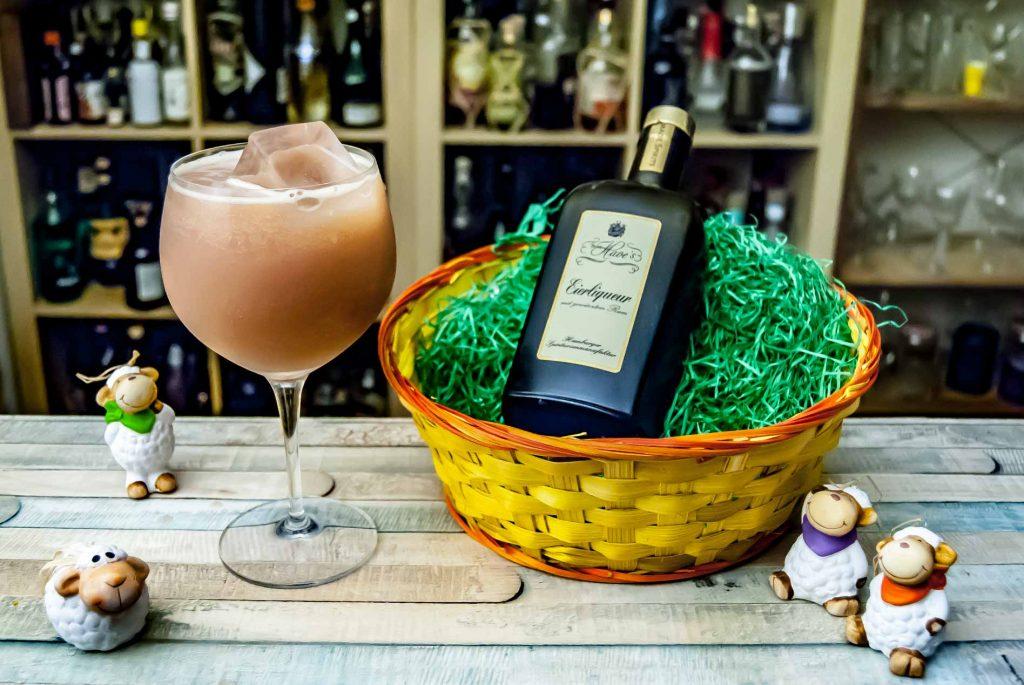 Von Have Eierliqueur mit gewürztem Rum in einer Variante des Japonaise-Cocktails.