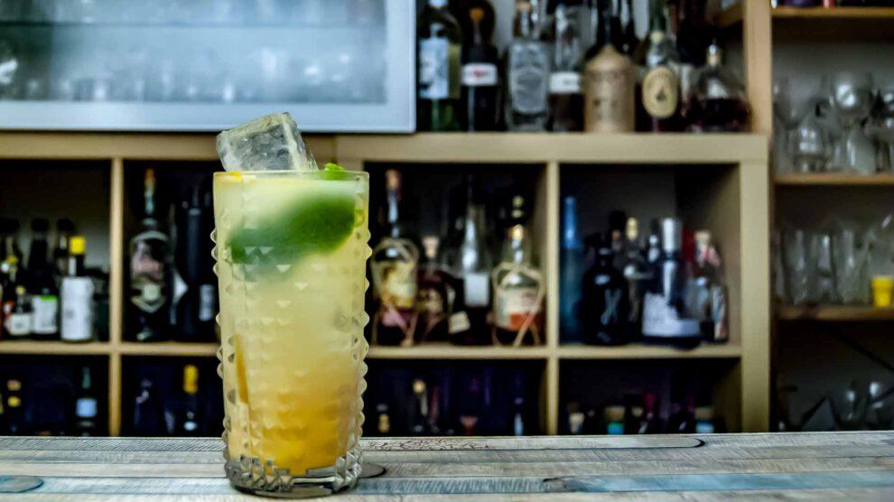 Von Have Eierliqueur mit gewürztem Rum in einem Snowball Cocktail.