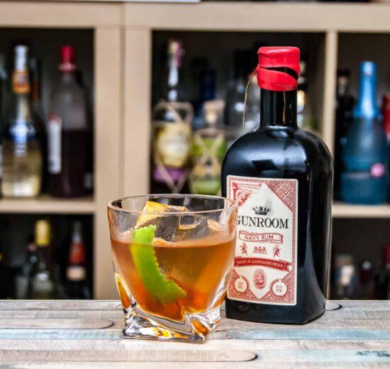 Gunroom Navy Rum in einem Corn 'n Spice Cocktail.