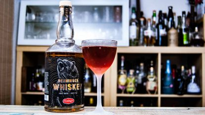 Penninger Whiskey in einem Bavarian Manhattan mit Blutwurz Red: dem Bear & Blood.